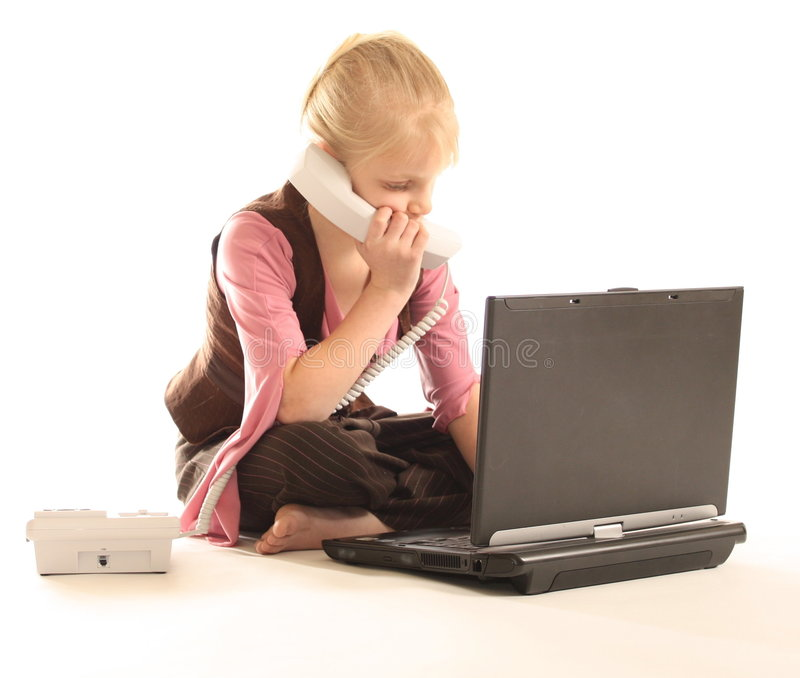 计算机女孩膝上型计算机使用 免版税库存照片