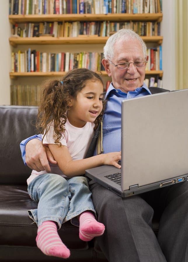 计算机孙女祖父项 免版税库存照片
