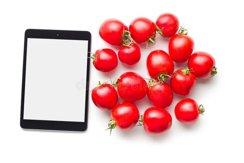 计算机片剂和蕃茄 免版税库存照片