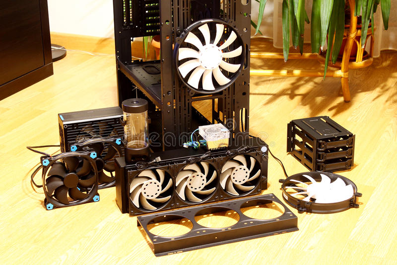 计算机盒水冷却爱好者泵浦水库 免版税库存图片