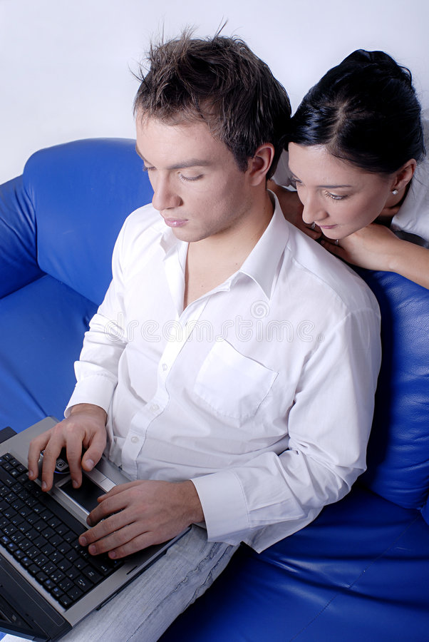 计算机膝上型计算机人使用 免版税库存图片