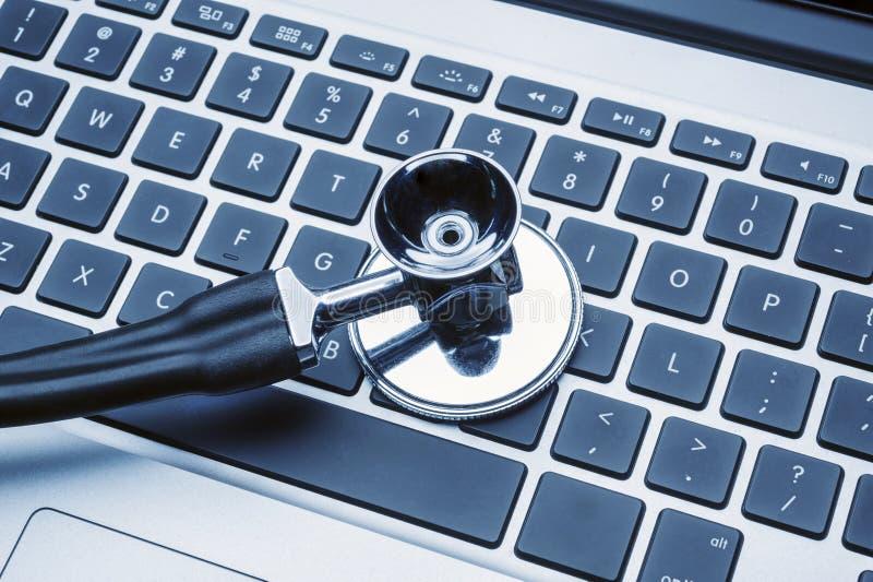 计算机膝上型计算机听诊器 免版税图库摄影