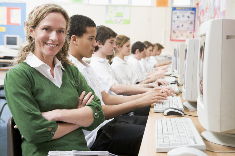 计算机行学童学习 免版税库存图片