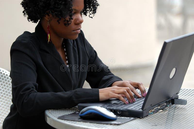 Download 计算机键入 库存图片. 图片 包括有 夹克, 卷毛, 劳动力, 人员, 下降, 大使, 分集, 女性, 种族 - 192719