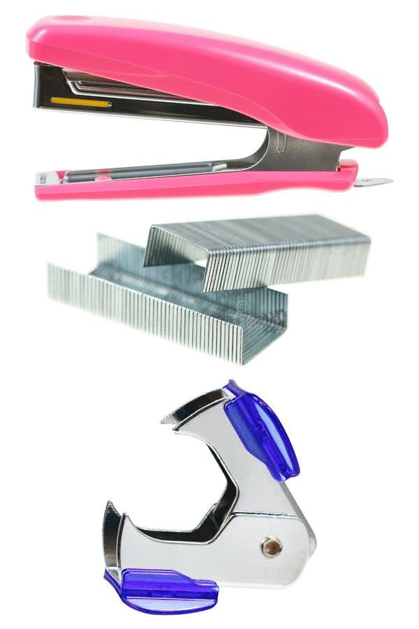 订书机,钉书针,在白色隔绝的钉书针去膜剂 库存照片