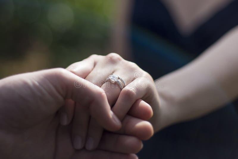 订婚人环形诉讼 库存照片