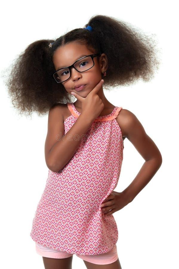 认为与一个滑稽的表示的逗人喜爱的非裔美国人的小女孩 库存图片