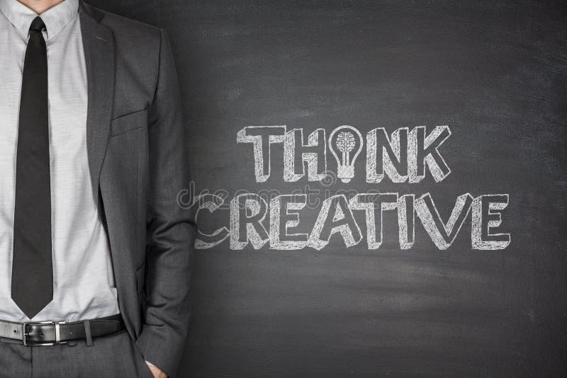 认为创造性在黑板 免版税库存图片