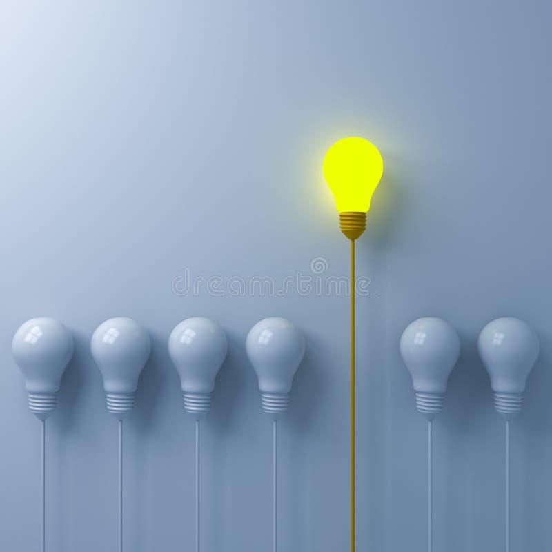 认为另外站立从在白色墙壁背景的昏暗或未点燃的白色电灯泡的概念一个发光的电灯泡 图库摄影