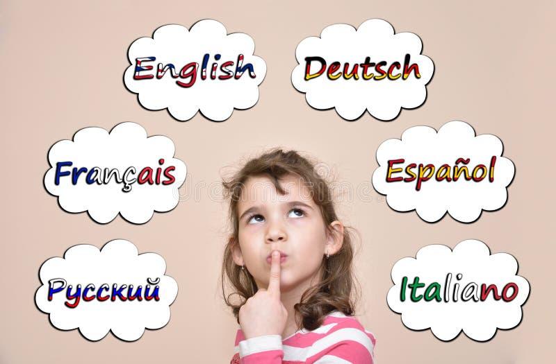 认为哪些语言的女孩学会 免版税图库摄影