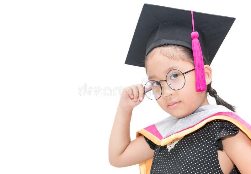 认为在毕业盖帽的逗人喜爱的亚裔女学生 库存照片