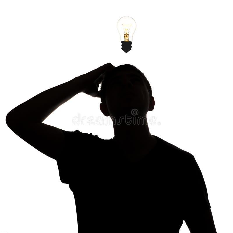 认为如何的一个未知的人的剪影解决问题,在白色的鳞状头迷茫隔绝了背景,概念 免版税图库摄影