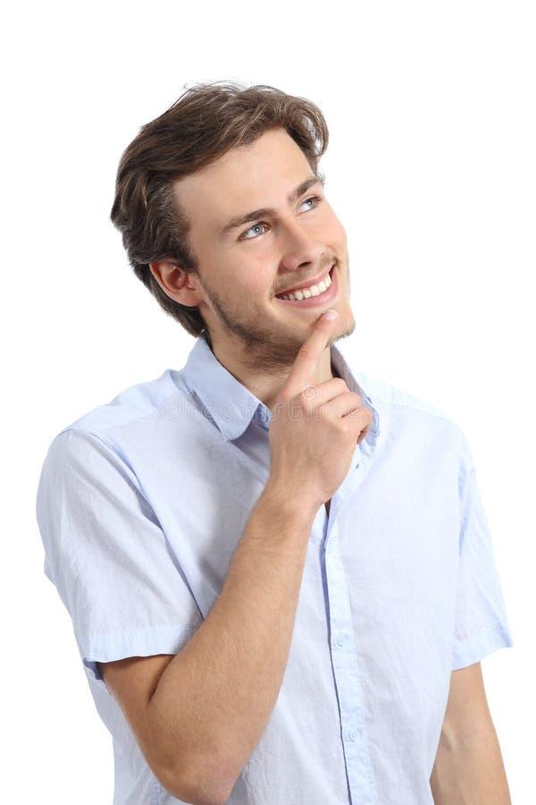 认为用在下巴的手的年轻愉快的人 库存图片