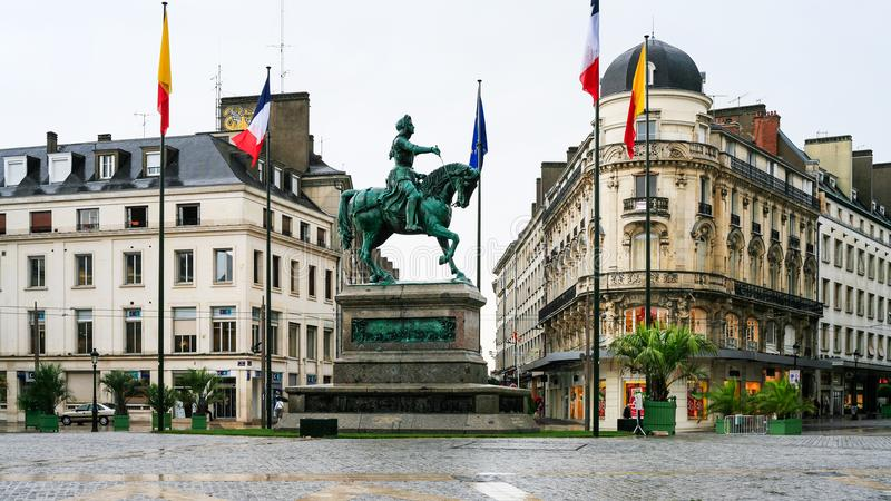 让娜d在Place du Martroi的`弧的纪念碑 免版税图库摄影