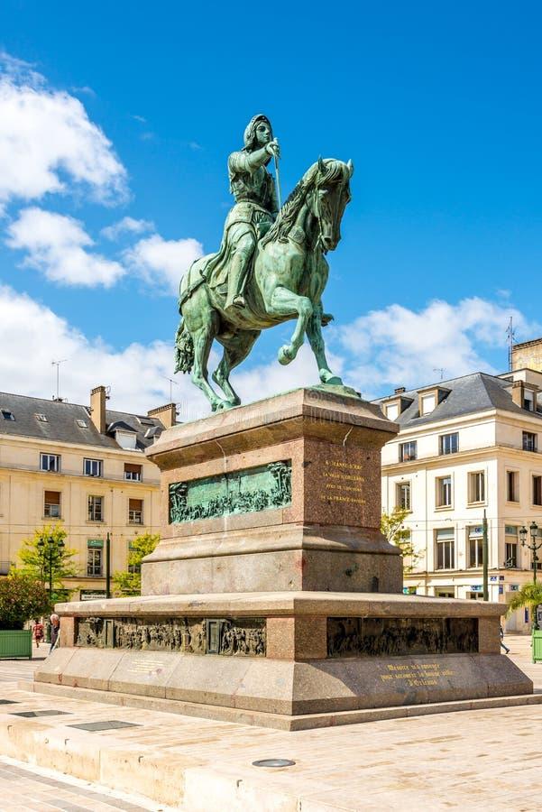 让娜d弧雕象在地方du Martroi 免版税库存图片