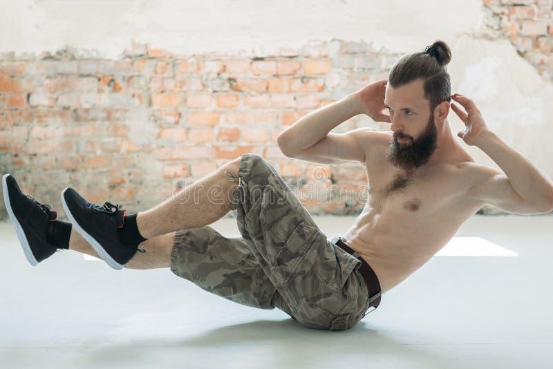 训练腹肌锻炼体育人的吸收 库存照片