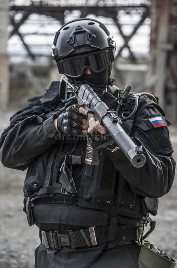 训练在军事训练地面的俄国特种部队 免版税库存图片