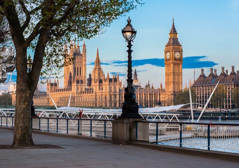 议会和大本钟议院在伦敦 免版税库存图片