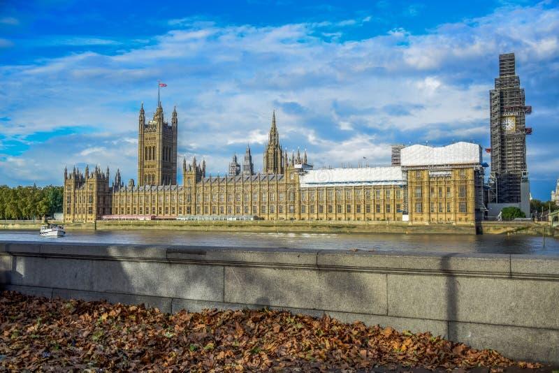 议会和大本钟钟楼议院在修理和维护,伦敦,英国中 图库摄影