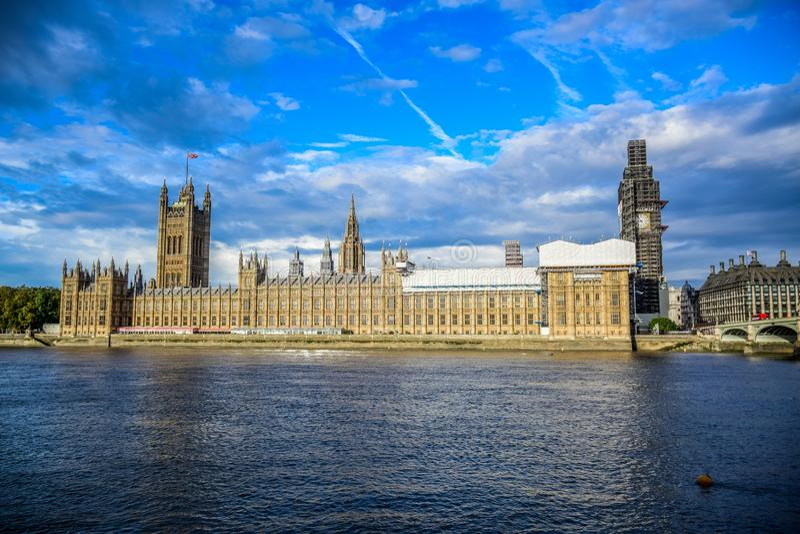 议会和大本钟钟楼议院在修理和维护,伦敦,英国中 免版税库存图片