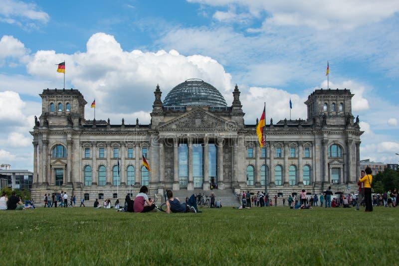 议会和死命Reichstag柏林Reichskuppel 免版税库存图片