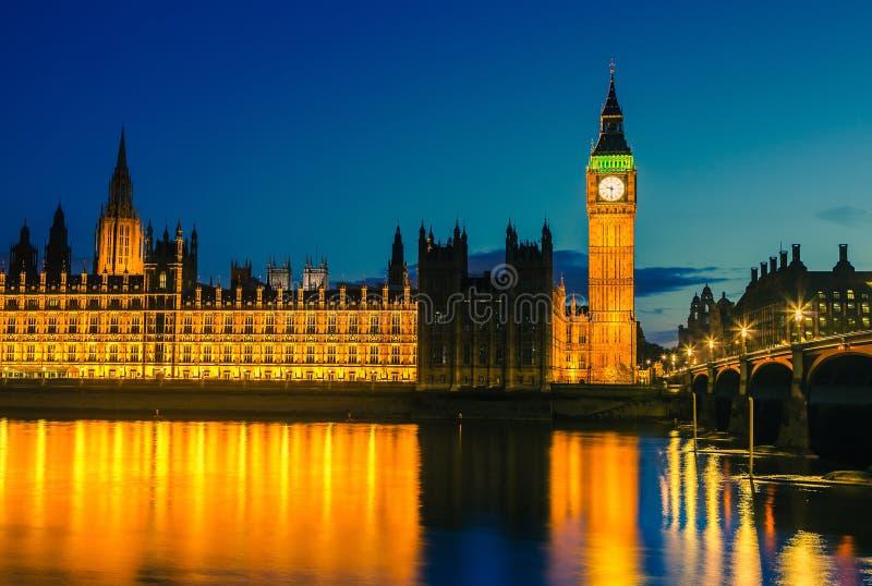 议会在晚上,伦敦之家  库存照片