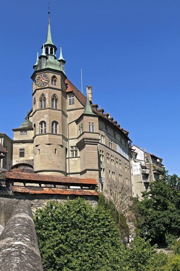 议会大厦和法院大楼,城市弗里堡 库存照片