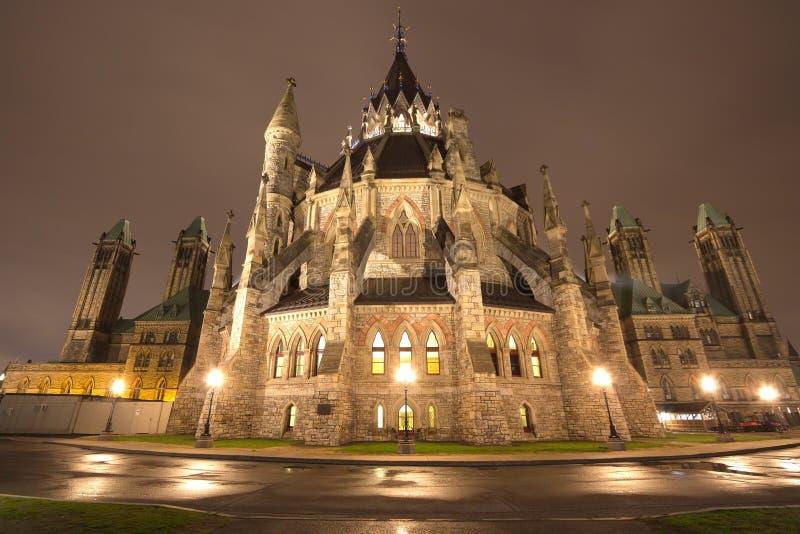 议会大厦在晚上,渥太华,加拿大 库存图片