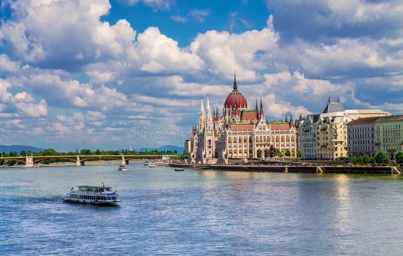 议会的美丽的景色在多瑙河的在布达佩斯匈牙利 库存照片