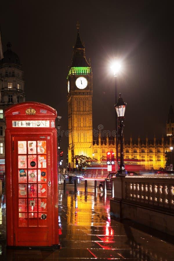 议会红色电话亭大本钟和议院  免版税图库摄影
