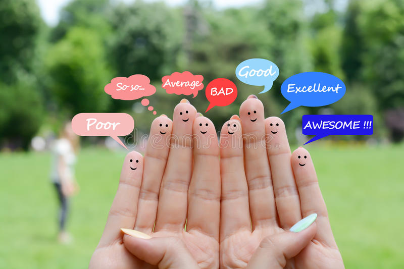 建议愉快的人的手指反馈和通信概念 库存图片