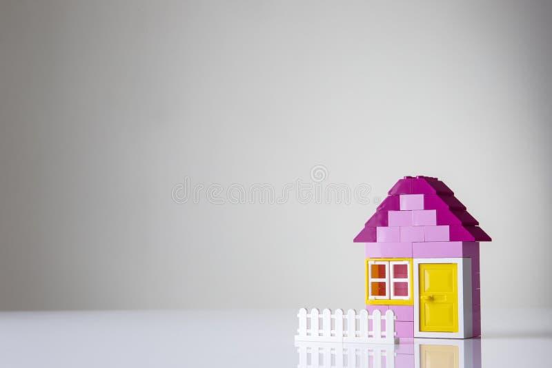 议院修造砖的由孩子做成 免版税库存图片