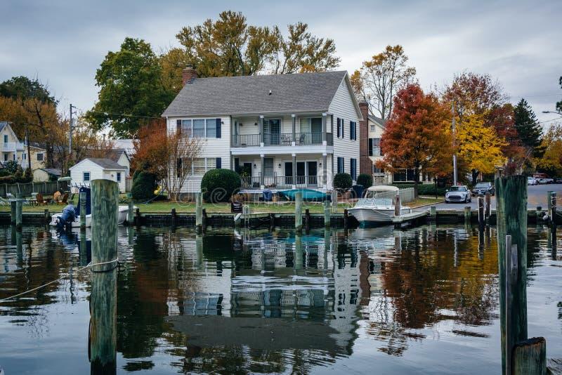 议院和秋天颜色沿港口圣的Michaels, Marylan 图库摄影