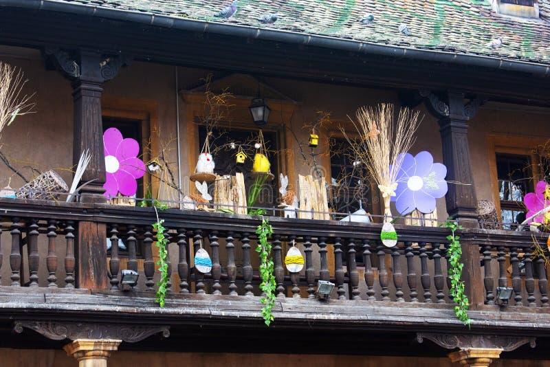 议院在为复活节装饰的老镇,科尔马,法国 库存图片