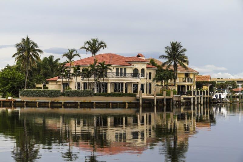 议院在反射在水的佛罗里达 库存照片