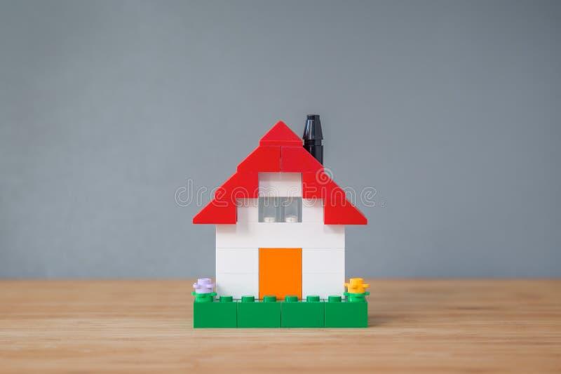 议院由玩具砖做成 库存照片