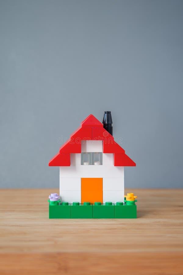 议院由玩具砖做成 库存图片
