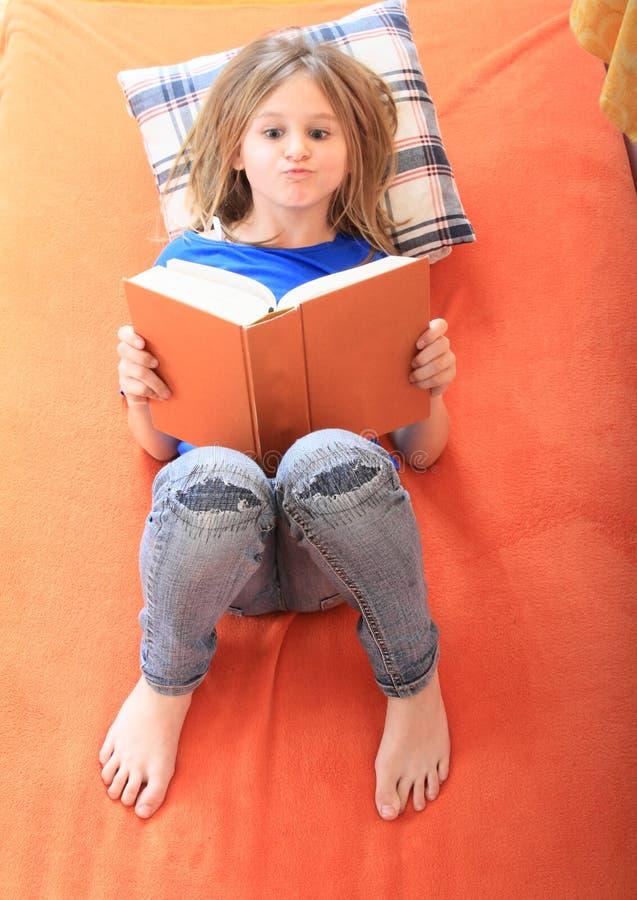 登记女孩读取 库存照片