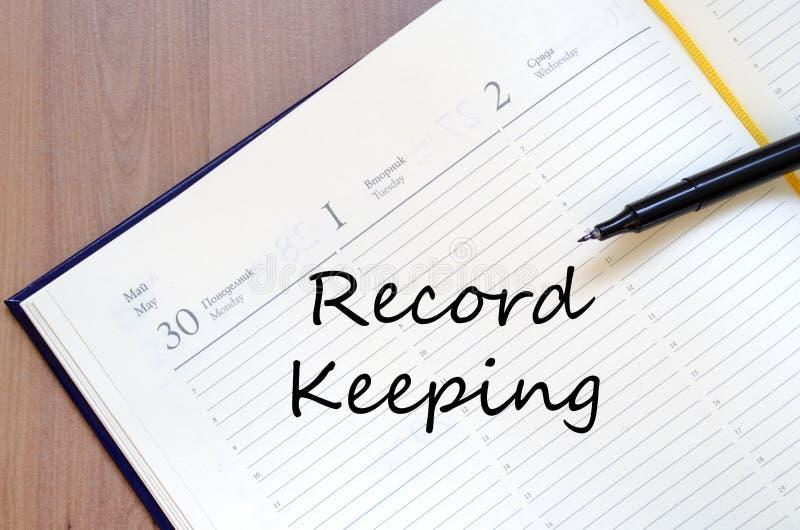 记录保持在笔记本写 免版税库存照片