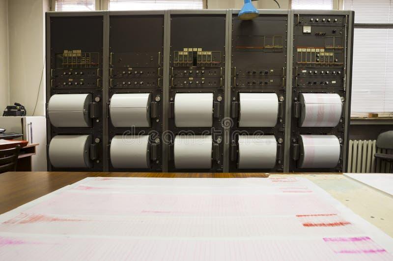 记录地震的地震仪 免版税库存照片