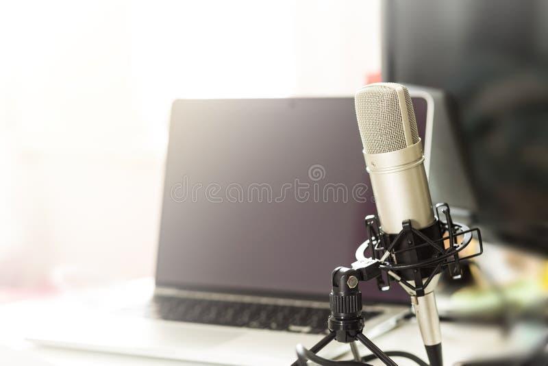 记录的音乐和vocals的话筒冷凝器 图库摄影