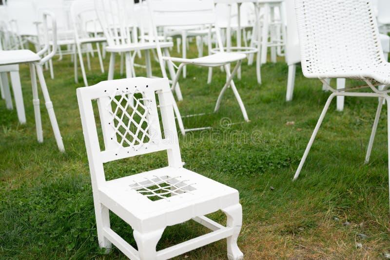 记忆185把空的白色椅子在 2011年地震以后的克赖斯特切奇市 图库摄影