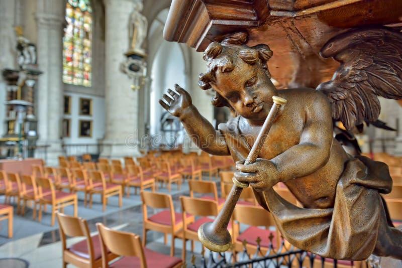 讲坛木装饰细节在教会圣徒Walburga的 库存照片