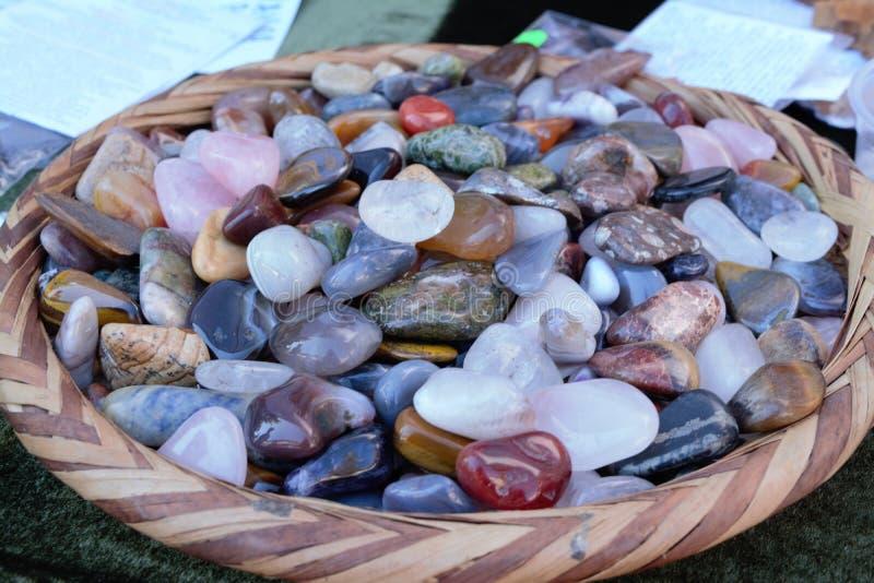 许多上色在盘的石头 图库摄影