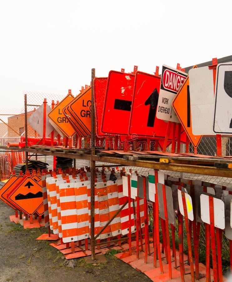 许多交通标志存贮 免版税库存照片