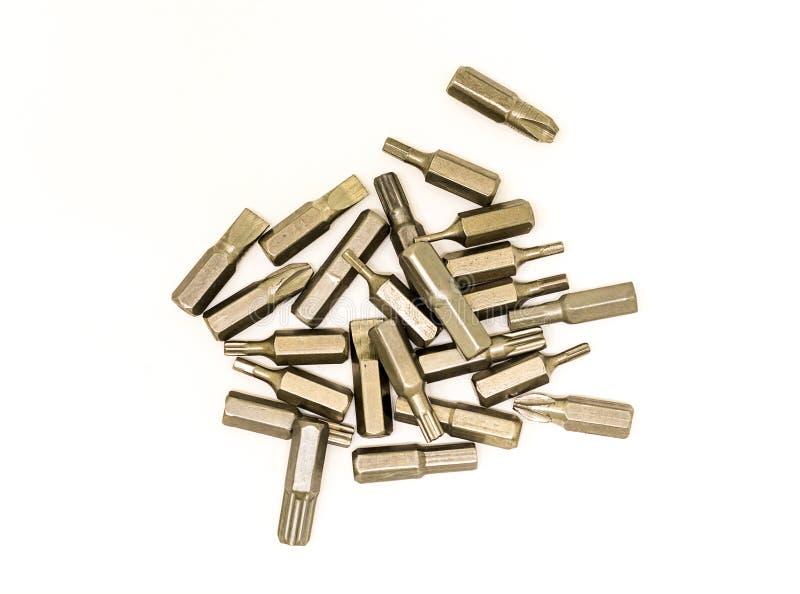 许多从更换不同的螺丝和螺丝的螺丝刀金属方便捷径的顶头技巧在白色背景 库存照片