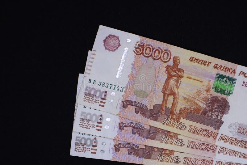 许多俄国金钱 钞票进来衡量单位五千 钞票特写镜头 免版税库存图片