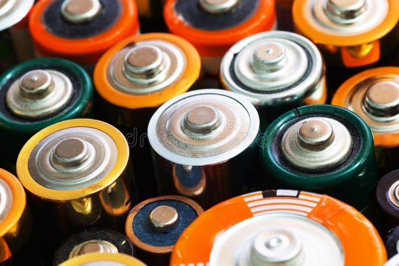 许多各种各样的电池 库存图片