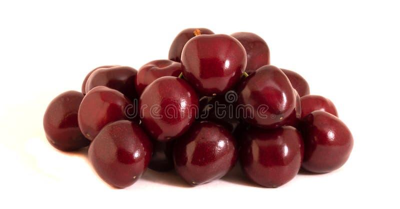 许多在一个白色背景特写镜头的红色樱桃 库存照片