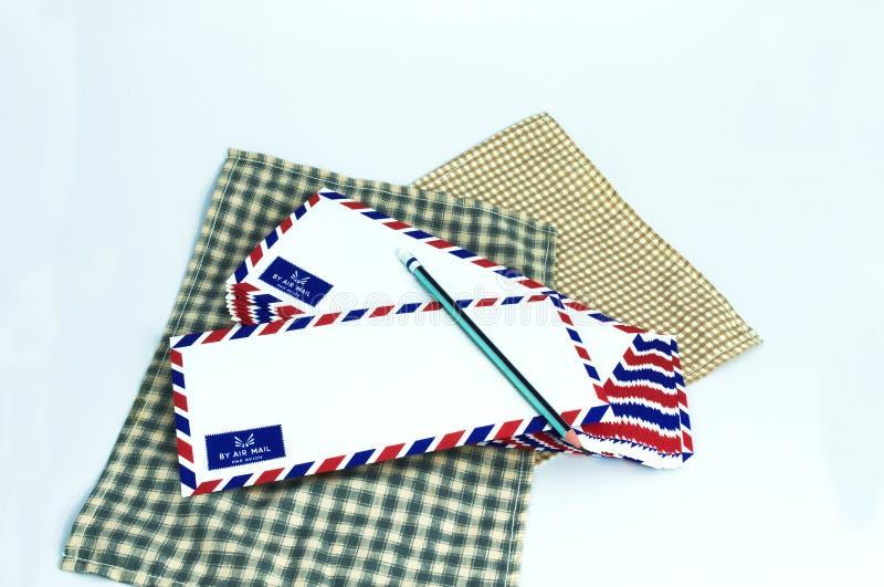 Download 许多在白色背景的航空邮件信件 库存例证. 插画 包括有 消息, 发运, 商业, 查出, 蓝色, 通信, 例证 - 72357109